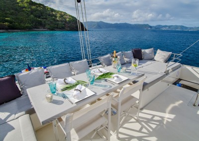 Flybridge with dining and lounging area (2)